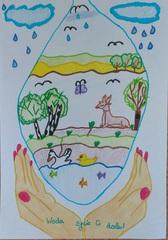 Dłonie łapiące krople, w której narysowano zwierzęta i rośliny.