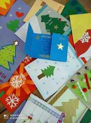 Kartki wyklejane kolorowym papierem.