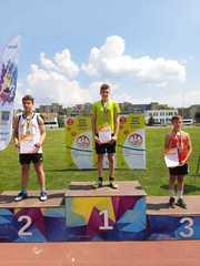 Medalista w biegu na 100 metrów.