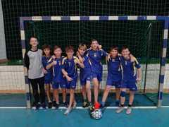 Uczniowie reprezentujący szkołę w zawodach.